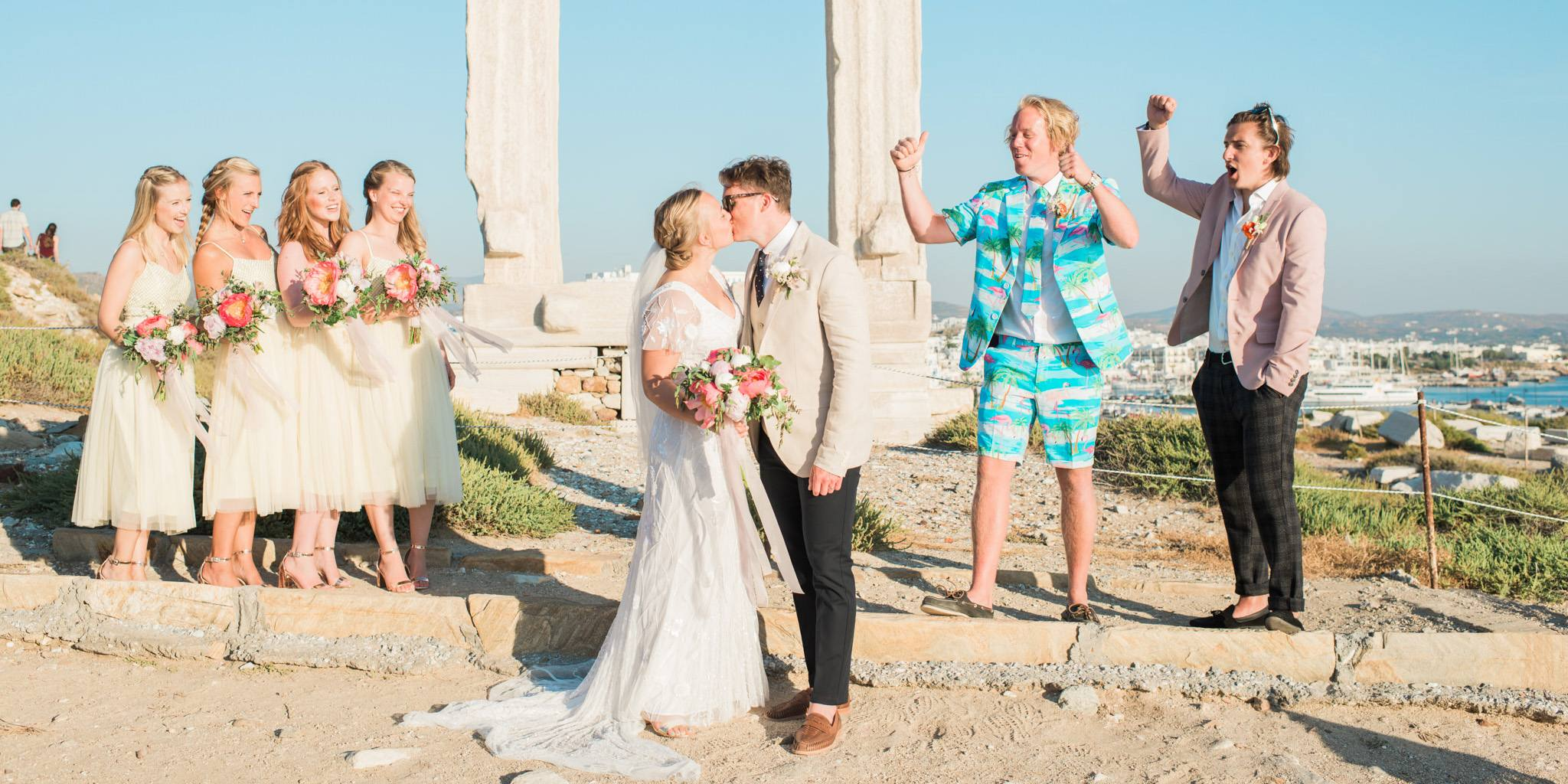 Kissing the bride in front of Portara